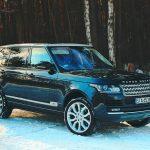Samochód w zimowej trasie