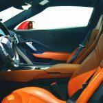 Wnętrze sportowego samochodu