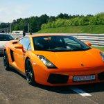 Jazda po torze sportowym samochodem